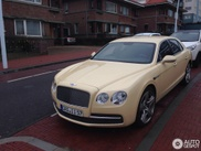 bentley flying spur looks like a very expensive taxi. Black Bedroom Furniture Sets. Home Design Ideas