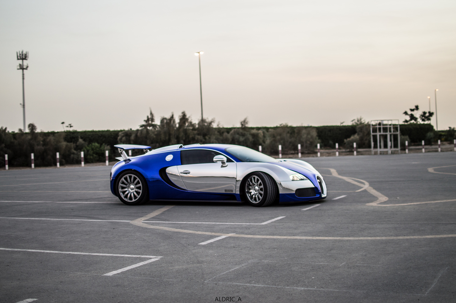 photoshoot bugatti veyron 16 4 in dubai. Black Bedroom Furniture Sets. Home Design Ideas