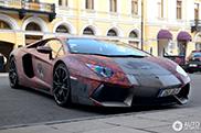 Gewrapte Lamborghini Aventador LP700-4 oogt massief