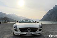 Mercedes-Benz SLS AMG GT Roadster schittert aan de Walensee