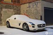 Spotted: Mercedes-Benz SLS AMG under a layer of snow