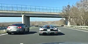 Nissan GT-R en Koenigsegg hebben plezier op de snelweg