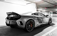 McLaren 675LT oogt stijlvol in de parkeergarage