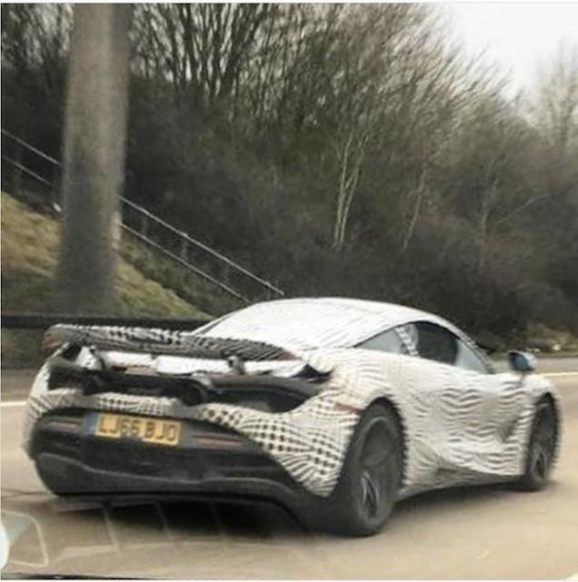 McLaren P14 wordt de weg op gestuurd