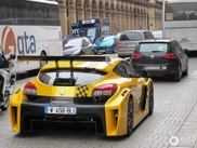 Renault Megane Trophy terrorizes the streets of Paris