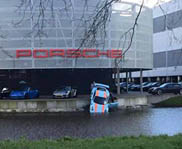 Porsche 991 GT3 RS zoekt het water op in Amsterdam