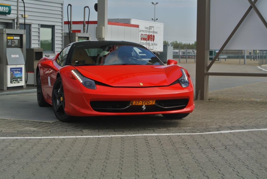 活动: 荷兰法拉利俱乐部驾驶培训课程