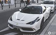 Schöner Ferrari 458 Speciale in Warschau festgehalten