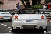 Welke kies jij voor een rondje door Monaco: de Ferrari of de Porsche?