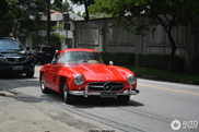 Millions rolling by in Sao Paulo: Mercedes-Benz 300 SL