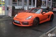 Gespot: Porsche Boxster Spyder trotseert de regen