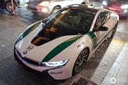 BMW i8 uit de vloot van Dubai Police gespot