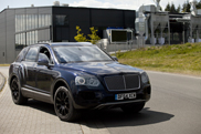 Bentley Bentayga loses more and more camouflage