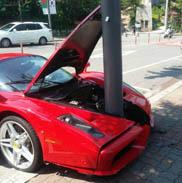Ferrari Enzo staat voor paal in Zuid Koreao