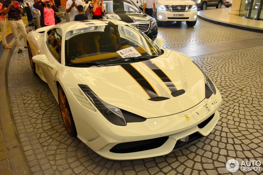 Ferrari 458 Speciale oogt netjes met gouden details