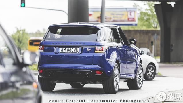 Gespot: Range Rover Sport SVR in zijn gedwongen habitat