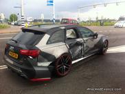 Audi RS6 Avant wordt in de flank geraakt in Oosterhout