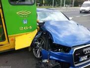 Audi RS6 weet niet waar rood verkeerslicht voor dient