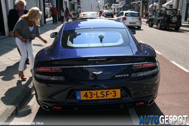 Gespot Aston Martin Rapide Op Nederlands Kenteken