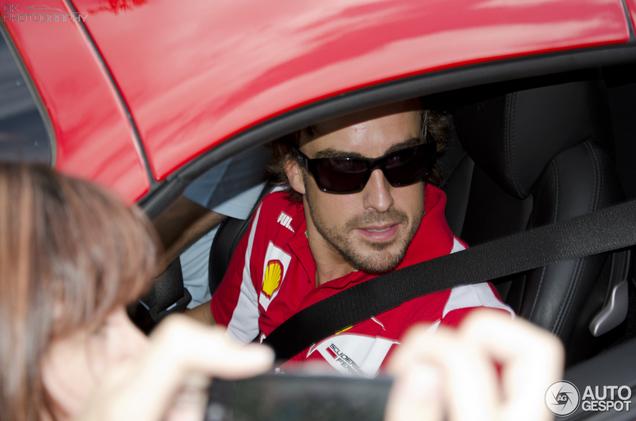 Ferrari 458 Spider mit Fernando Alonso gespottet