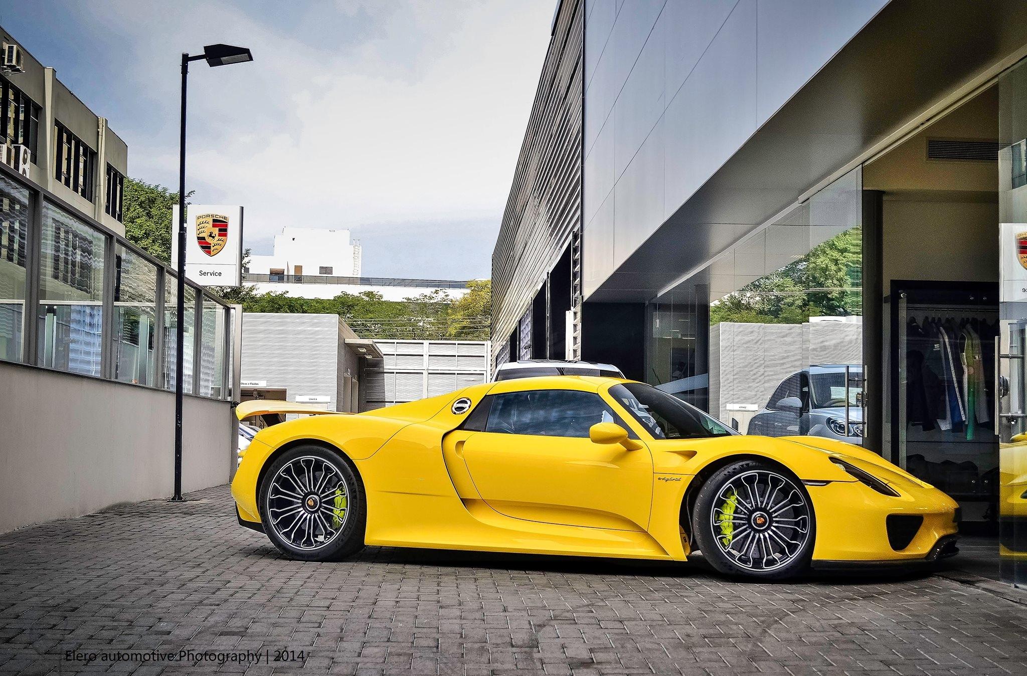 2 Gorgeous Porsche 918 Spyder Drag Race Cars Trend