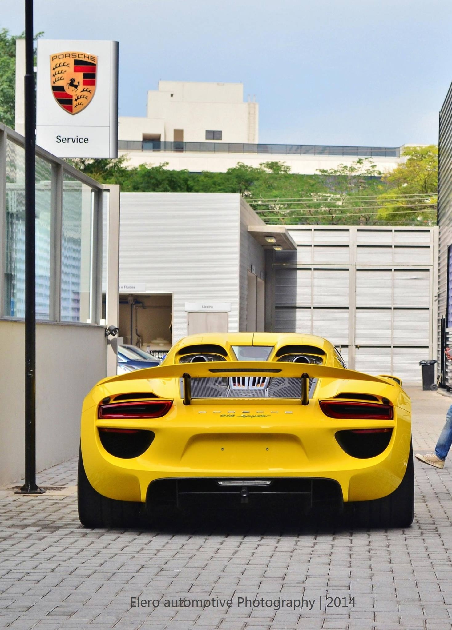 more photos of the racing yellow coloured porsche 918 spyder. Black Bedroom Furniture Sets. Home Design Ideas