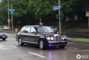 Queen Elizabeth in haar Bentley gespot