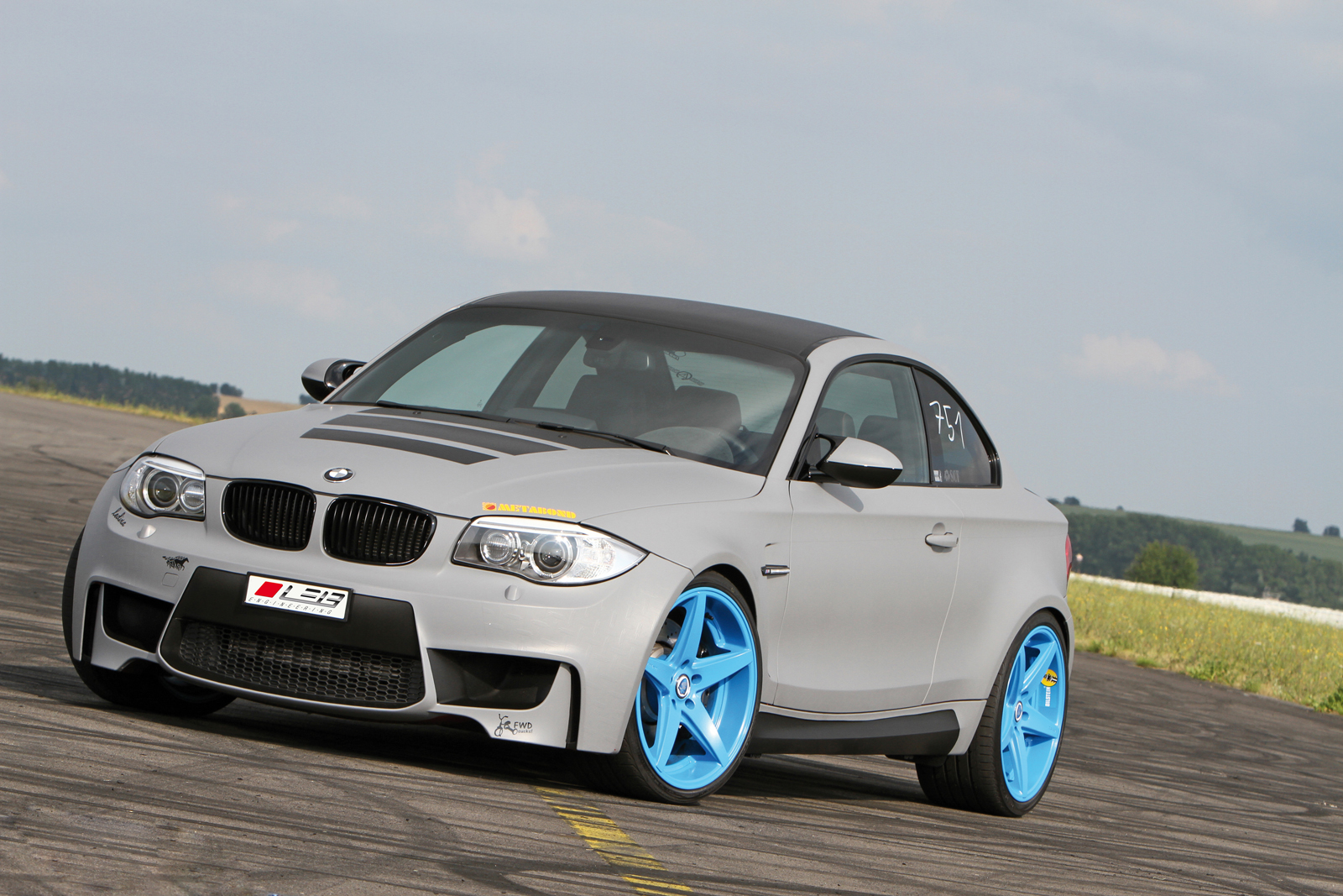leib engineering geeft bmw 1 serie m coup opvallende outfit. Black Bedroom Furniture Sets. Home Design Ideas