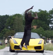 Movie: man jumps over Lamborghini