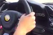 Filmpje: Ferrari 488 GTB stampt door op autobahn