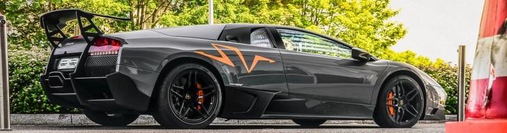 Grijze Lamborghini Murciélago LP670-4 SV is een plaatje