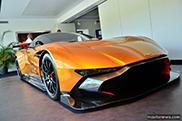De Aston Martin Vulcan is schitterend in oranje