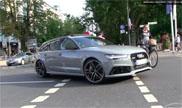 Audi RS6 Avant ziet fietser over het hoofd in Düsseldorf