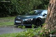 Recht uit het leger: matgroene Audi R8 V10 Plus