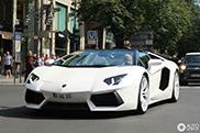 Witte velgen op een witte Lamborghini Aventador Roadster ogen fout
