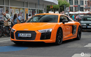 Oranje staat de Audi R8 ontzettend goed