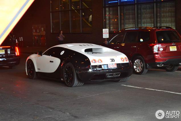 bugatti veyron 16 4 super sport pur blanc spotted in new york. Black Bedroom Furniture Sets. Home Design Ideas