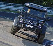 Monsterlijke Mercedes-Benz G 63 AMG 6x6 rijdt over de Nürburgring