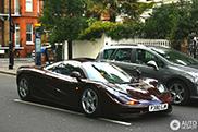 Rowan Atkinson geniet weer van zijn McLaren F1