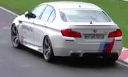 Filmpje: BMW Ring Taxi rijdt niet bepaald recht meer