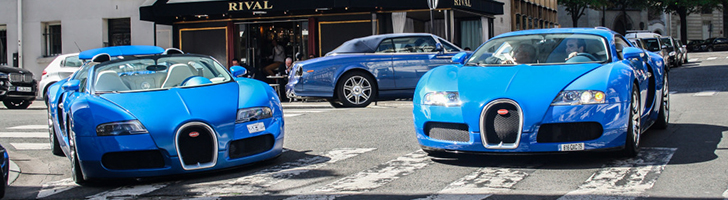 Bugatti Veyrons make Paris turn into a blue city