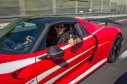 Mark Webber neemt zijn eigen Porsche 918 Spyder in ontvangst