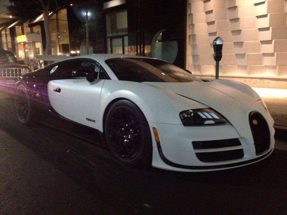 Bugatti Builds The Veyron 16 4 Super Sport Pur Blanc