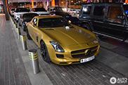 Zeldzame Mercedes-Benz SLS AMG Desert Gold gespot