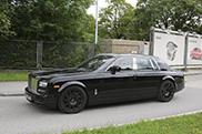 Eerste mule opvolger Rolls-Royce verschijnt op straat