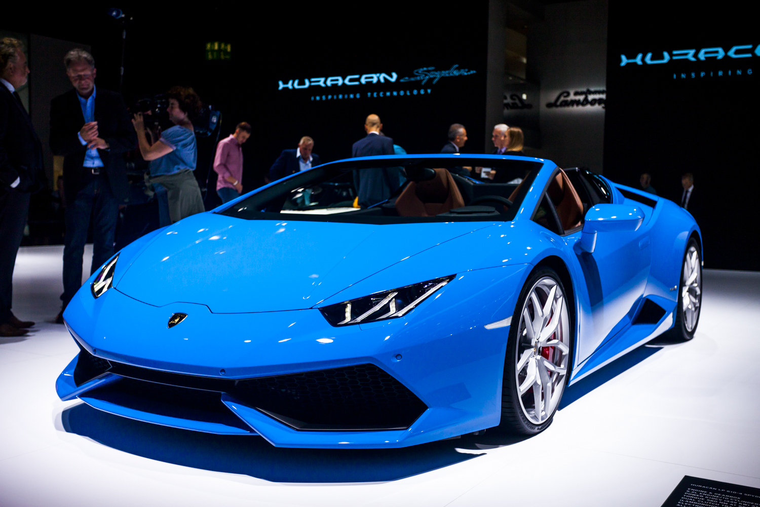 2015 lamborghini huracan blue 200 interior and exterior images. Black Bedroom Furniture Sets. Home Design Ideas