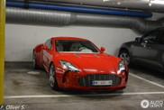 Rode Aston Martin One-77 is een genot om naar te kijken