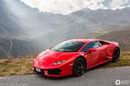 Wegzwijmelen bij een Lamborghini in Italiaanse bergen