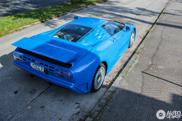 Gespot: Bugatti EB110 SS blijft machtig apparaat
