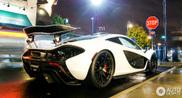 Bekende Instagrammer laat zich graag spotten met McLaren P1
